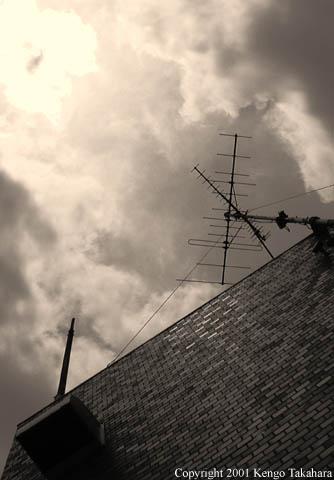或マンションの屋上と空