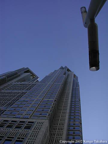 都庁の青い空